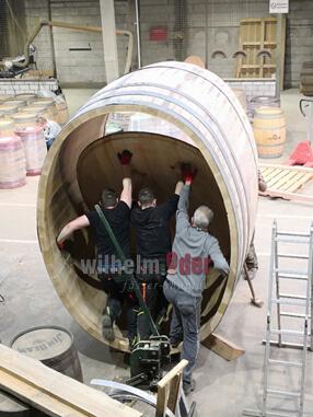 Building wooden barrels